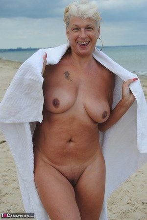 hot mom naked on the beach