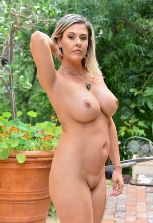 Outdoor Mature Pics